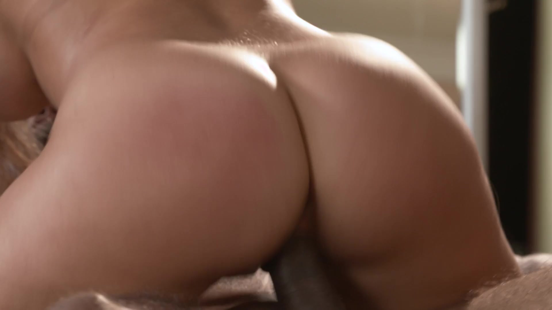 Horny MILFs and Cougars on the Prowl
