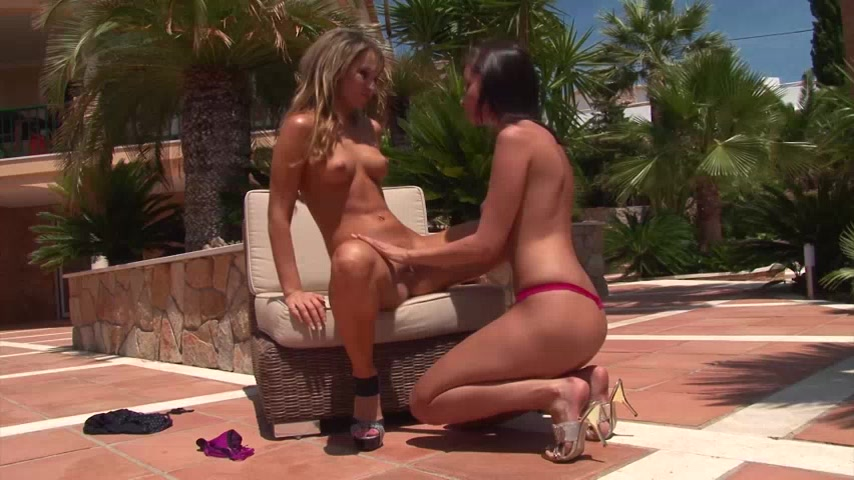 Young pussy lovers 3